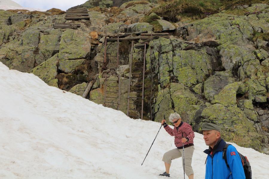лестницы по дороге к lacs de Cheserys