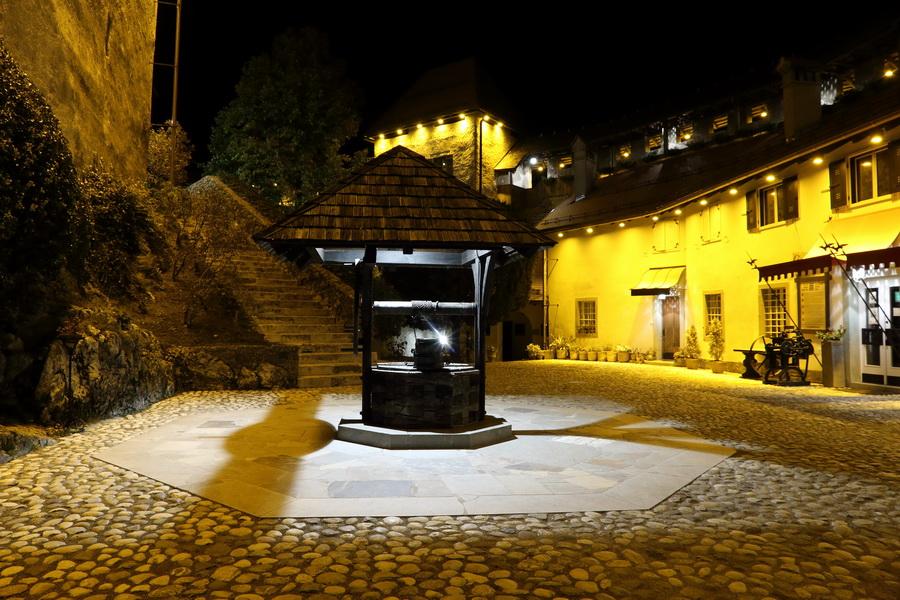Бледский замок ночью