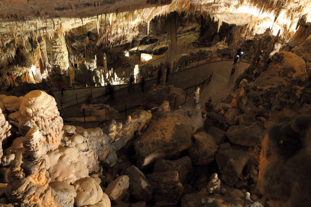 в пещере Postojna Jama