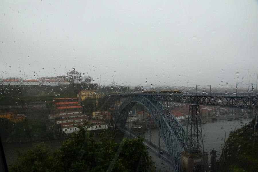 мост Dom Luis из фуникулера