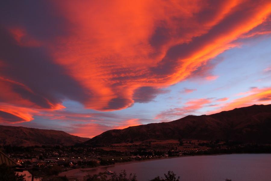 lake wanaka sunset
